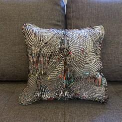 Almofada artesanal - Estampa curvas cinza 45x45cm