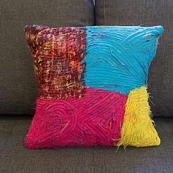 Almofada artesanal - Estampa curvas azul e rosa 45x45cm