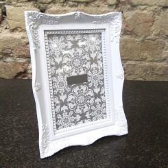 Porta Retrato de Plástico Branco - Pequeno